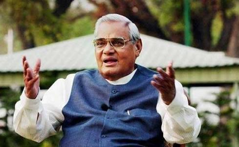 भारताचे   माजी पंतप्रधान मा.अटलबिहारी वाजपेयी काळाच्या पडद्याआड…..!